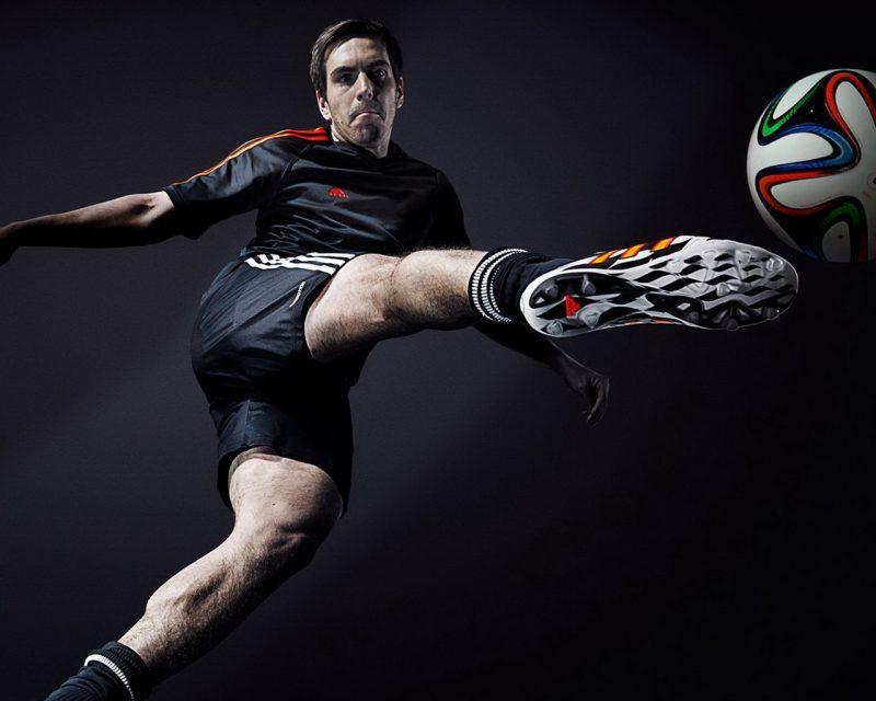 футболист фото с мячом