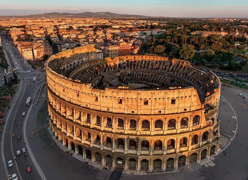 Колизей в Риме Италия фото
