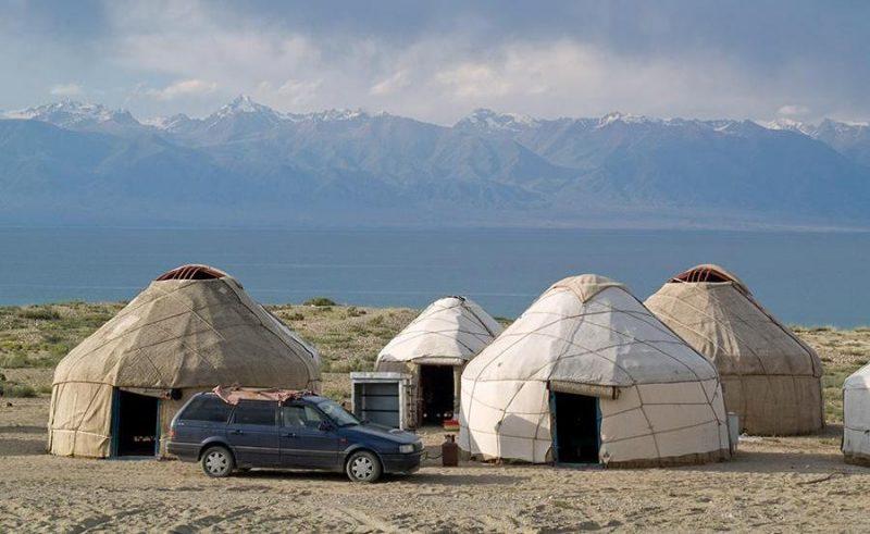 Озеро Иссык-Куль юрты
